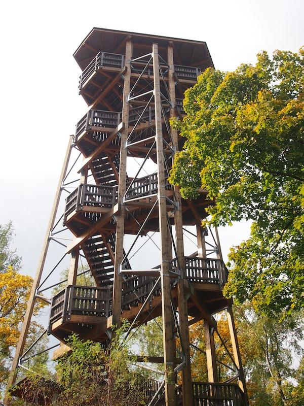 Los geht's mit einem der ersten, gewaltigen Aussichtstürme der Region: Vom Aussichtsturm in Gmünd hat man einen guten Blick über die gesamte Region und bis hinüber nach Tschechien.