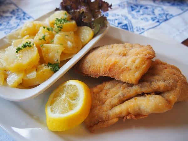 Und kennt Ihr schon die Restaurants der niederösterreichischen Wirtshauskultur? Wie die Adressen der Genießerzimmer für besondere, regionale Unterkünfte stehen, so finden sich hier die besten regionaltypischsten Speisen des Landes - Waldviertler Karpfen zum Beispiel.