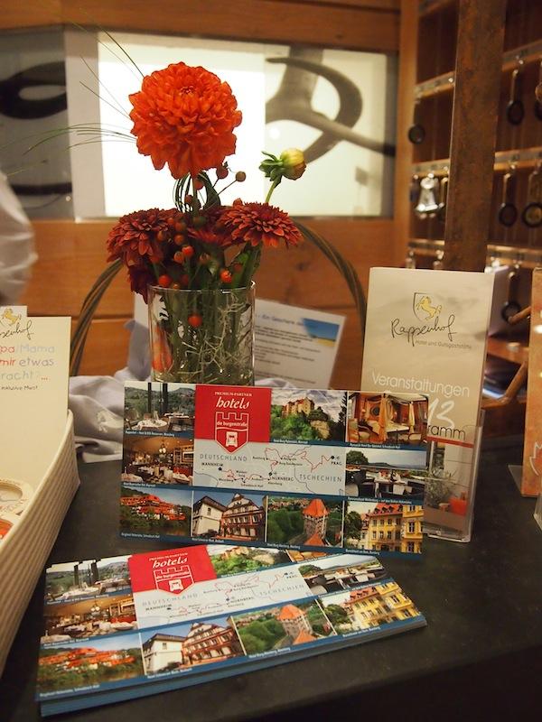 Das Weinhotel Rappenhof steht für viel Liebe zum Detail. Gleich am Eingang begrüßt uns dieser freundliche Empfang und stimmt uns auf den tollen, nachfolgenden Abend ein.