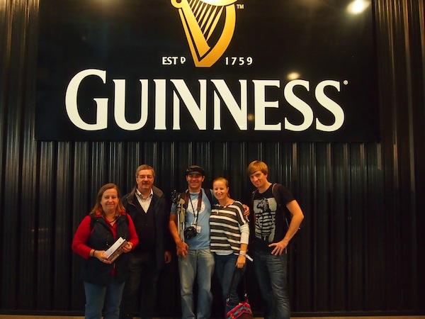 """Familienfeier in Dublin: Das berühmte """"Guinness Storehouse"""" bietet den perfekten Rahmen für jede noch so kleine oder große Feier - und ist schlichtweg ein geniales, multimedial-ansprechendes Museum. Absolut sehenswert hier in Dublin!"""