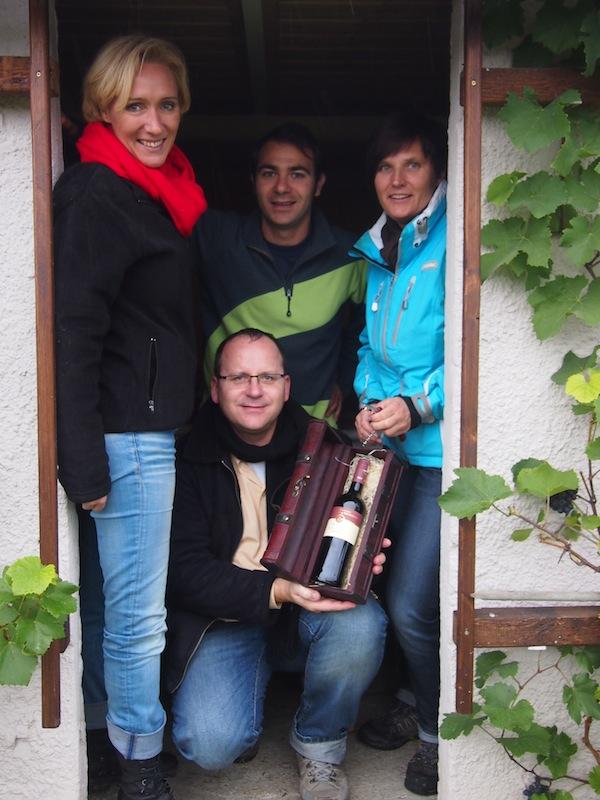 So sehen echte Sieger aus: Wir haben ihn gefunden, unseren Schatz - einen typischen Trollinger-Wein aus dem #WeinSüden Baden-Württembergs.