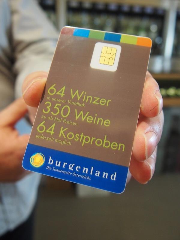 64 Winzer, 350 Weine, 64 Kostproben: So viel schaffen wir beim ersten Besuch in der Vinothek hier in Purbach dann doch nicht. Aber was wir verkosten, beeindruckt unsere Gaumen nachhaltig. Tolle Idee!