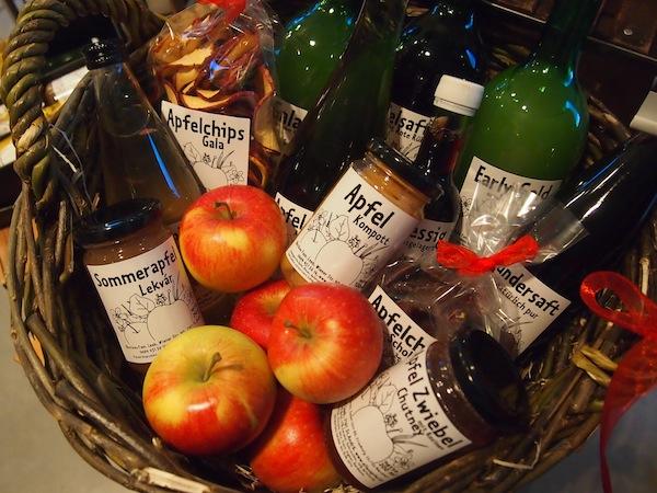 Das Apfelparadies der Familie Leeb ist in St. Andrä unweit des Neusiedlersees im nordöstlichen Burgenland zu finden. Hierher kommt, wer sich in den Apfel verliebt hat ... und alle Produkte rund um das köstliche Obst findet, was man sich nur vorstellen kann.