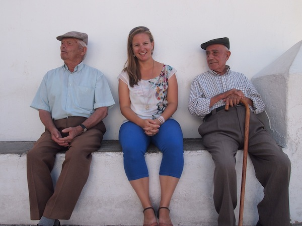 """Weiß wie die Unschuld: Inmitten der """"weißen Stadt"""" Andalusiens, Vejer De La Frontera, beim Geschwätz mit den Einheimischen. Super!"""