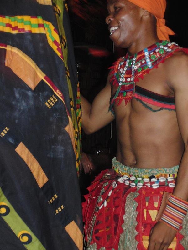 Zum Tanz aufgefordert: Das Gold Restaurant in Kapstadt, Südafrika lädt zum Mitmachen (Trommeln & Tanzen) ein!