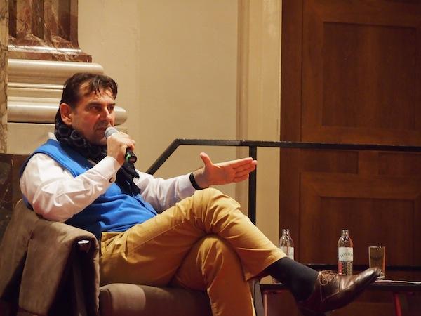 """Peter Agathakis, unser """"Showmaster"""", moderiert die Diskussion in Höchstform - und -konzentration."""