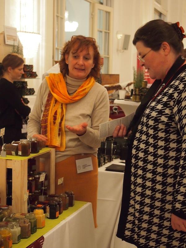 ... und bringen gar liebe Reiseblogger-Kollegen aus München auf den Plan, extra im Rahmen der Messe nach Wien anzureisen: Im Bild rechts Monika Fuchs von TravelWorldOnline.