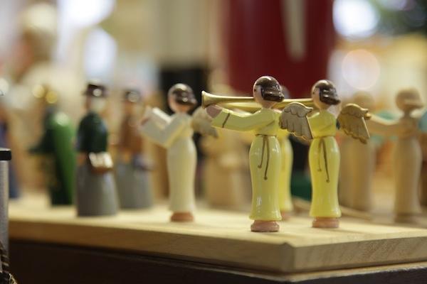 """Beschaulich: Kindheitserinnerungen an die """"Figuren aus Seiffen"""", wie meine Oma sie mir damals als Geschenk überreichte. / Foto: Anna Zell"""