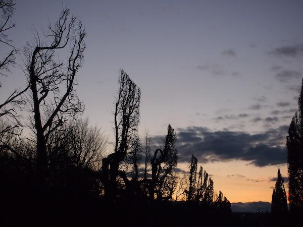 Kurz vor 16.00 Uhr beginnt sich der Himmel zu verfärben und in allen möglichen Farb-Facetten aufzugehen ..