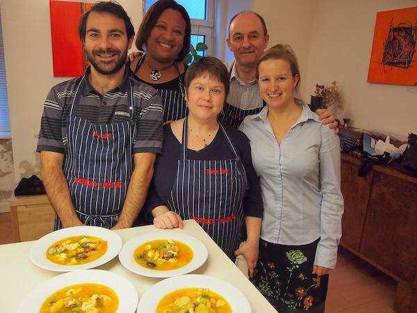 Die glücklichen Köche von links nach rechts: Máximo, Sarah, Katrina, Terry & meine Wenigkeit ... Danke für Euer Engagement, ihr Lieben! Was für ein großartiger Tag beim Kreativ-Reisen in Wien :)