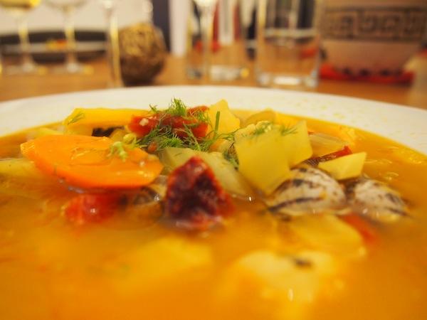 Unsere gelungene Fisch-Gemüsesuppe: Das reinste Gedicht und mehr als nur eine Vorspeise. Hier werde ich nahezu schon satt - auweia, angesichts der folgenden Käsespätzle!