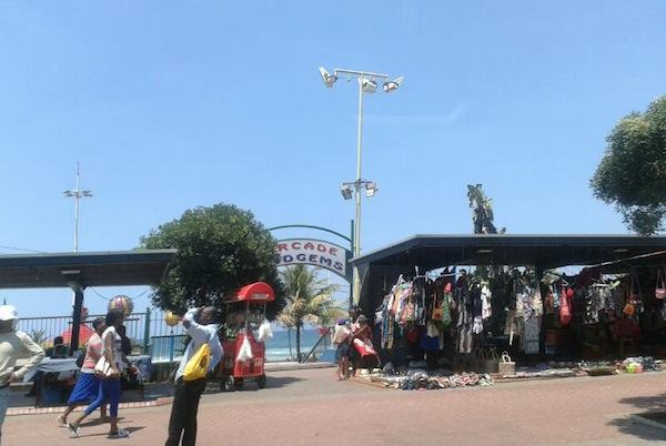 Blick auf die Strandpromenade in der Stadt Durban am Indischen Ozean. / Foto: Antonia