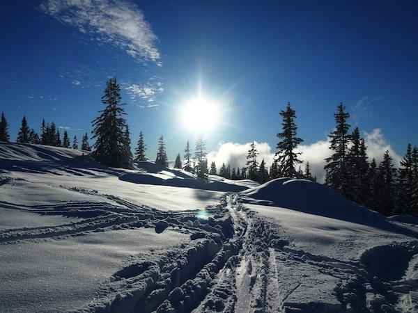 Die Bergwelt des Hochkönig hat es meinen Freunden & mir angetan. Solche Blicke offenbaren sich Euch bei besten Wetterverhältnissen: Am Vortag sind 30 Zentimeter Neuschnee gefallen, der nächste Tag grüßt mit strahlendem Sonnenschein.