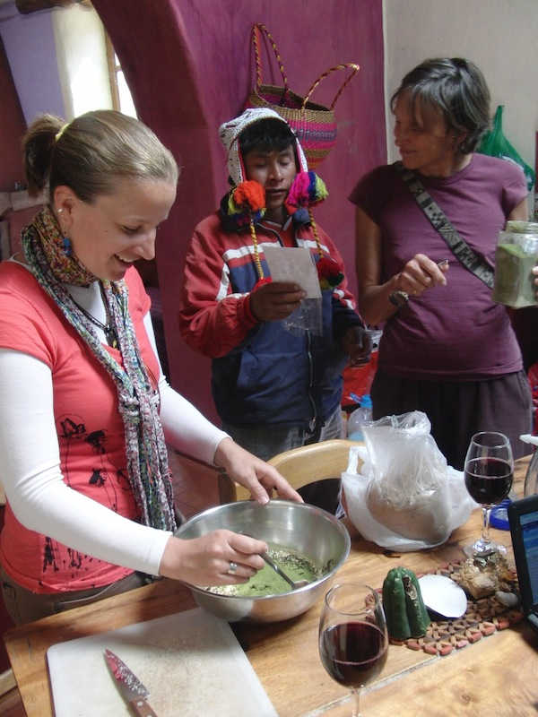 Einheimischen und einem Schamanen aus der Nähe der Stadt Cuzco südamerikanische Schokolade-Bällchen gemacht. Ist es zu fassen? :D