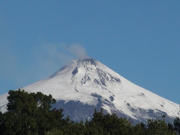 Anfangs so gar nicht zum Lachen zumute war mir beim Anblick dieses rauchenden Vulkans in Villarrica, Chile. Etwas argwöhnisch beobachtete ich Zeit meines Aufenthalts dort das sichtbare Zeichen mächtiger Erdaktivitäten.
