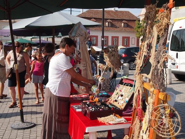 Entspannte Atmosphäre am Markt: Rumänien, we like.