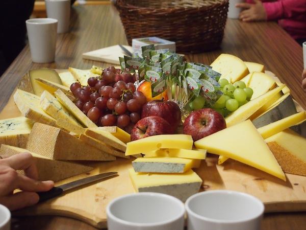 Mahlzeit: Zur Käseverkostung im Anschluss wird gebeten. Dieses köstliche Buffet werde ich so schnell nicht vergessen .. !