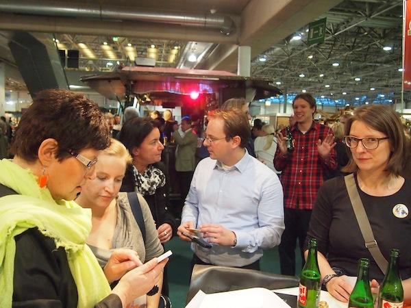 Herzlichen Dank Dir, liebe Charlotte Ludwig (links außen im Bild) für die Unterstützung unseres Reiseblogger-Treff! Das findet auch Gudrun (rechts außen) spitze! ;)