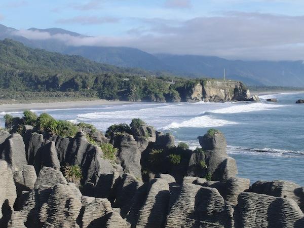 Neuseeland, das Land aus dem Träume gewebt sind: Beim Anblick der Bilder meiner Weltreise im Jahr 2011 gerate ich regelmäßig ins Schwärmen - hier zu sehen die Pancake Rocks an Neuseelands wilder West Coast.