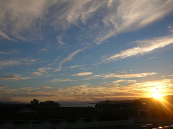 Der erste in einer langen Reihe traumhafter Sonnenuntergänge in Neuseeland …!