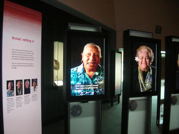 """Im Te Papa Tongarewa """"sprechen echte Maori"""" mit uns: Diese und viele weitere anschauliche Beispiele machen das Museum zu einem lebendigen Ort der kulturellen Begegnung."""