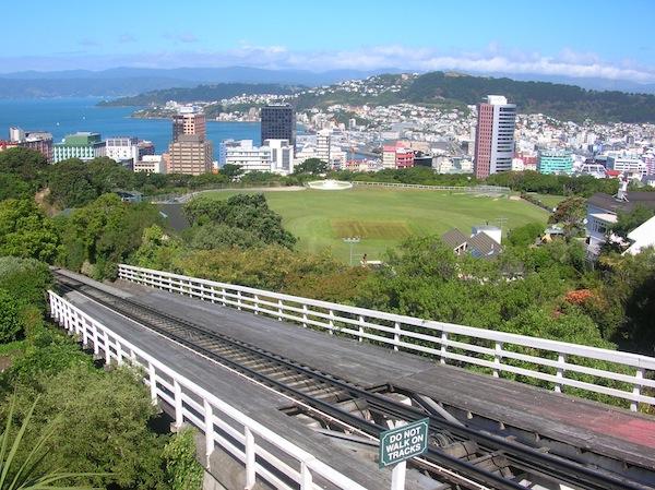 Direkt aus der Innenstadt führt eine Bahn hinauf in einen Park mit einer wunderschönen Aussicht über die Stadt und den Hafen - lohnenswert!