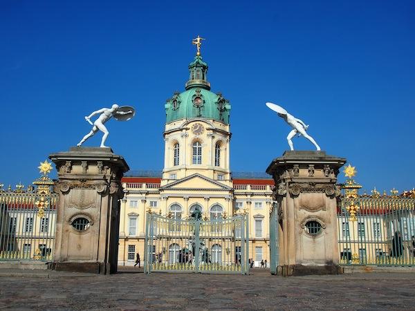 In unmittelbarer Geh- und Sichtweite zum Restaurant erhebt sich das bezaubernde Schloss Charlottenburg.