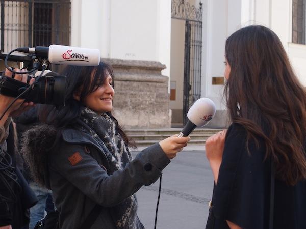 """Was sagt Ihr jetzt? SERVUS zu Gast in """"Stadt & Land"""" interviewt Passanten zum Frühlings- und Genussfestival."""