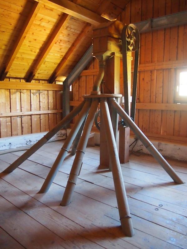 Holzkonstruktionen wie diese erregen gerade aufgrund ihrer visuellen Besonderheit und Ästhetik meine Aufmerksamkeit ...