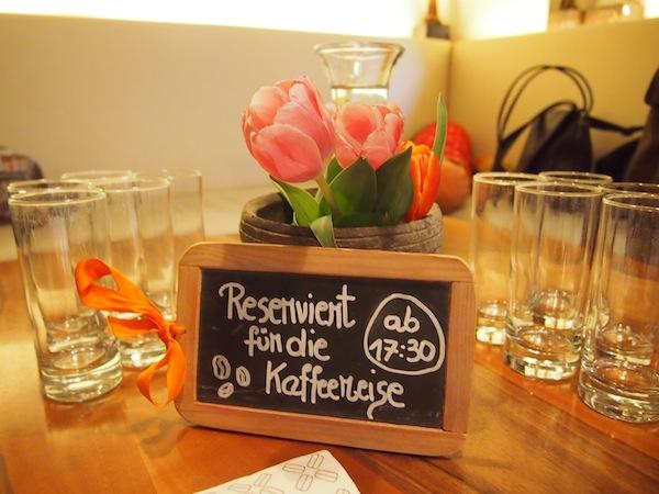 Es ist angerichtet: Herzlichst werden wir im Café 220 Grad unweit des Salzburger Domplatzes direkt in der Altstadt Salzburg empfangen.