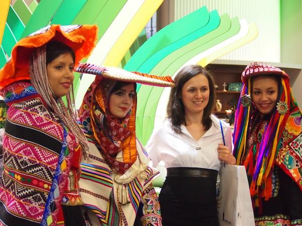 Das Schönste am Reisen jedoch ist der Austausch mit & Kontakt zu den Menschen eines exotischen Landes. In der Messehalle 1.1 sieht der Empfang Mexiko's dann so aus!