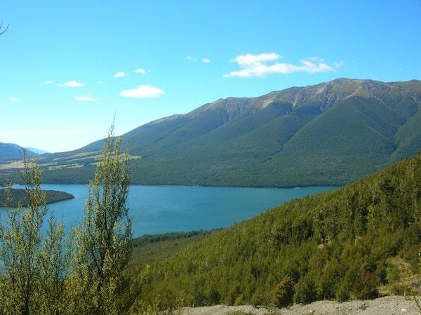 Aussichten wie diese sind die Belohnung für den Schweiß des Aufstieges: Unterwegs im Nelson Lakes National Park, am Lake Rotoiti.