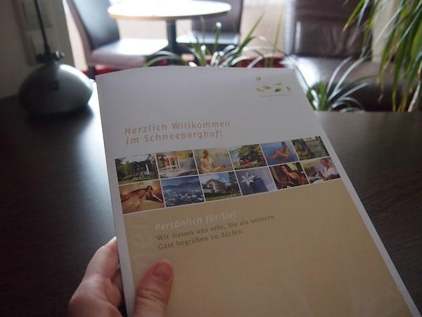 Ankommen & entspannen: Willkommen in der Genießer-Suite im Schneeberghof in Puchberg!
