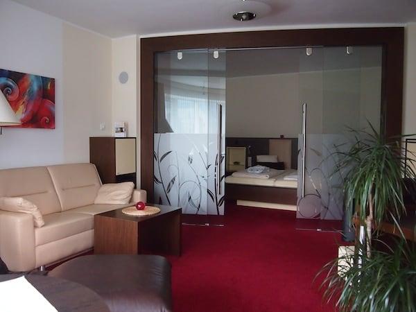 Bei der Buchung einer solch großzügigen und luxuriösen Suite kommt mir Hoteldirektor Andreas Zenz sehr entgegen, nachdem ich bereits letztes Jahr hier war und von dem Aufenthalt nur schwärmen kann ... Vielen Dank an dieser Stelle für den herzlichen Empfang im Haus!