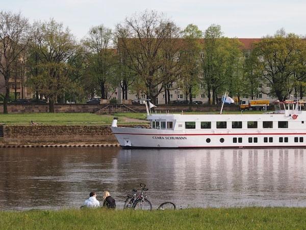 ... doch mancher Momente bedarf es keiner weiteren Erklärung: Stille & Romantik am Elbfluss in Dresden.