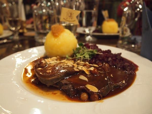 Das Essen, hier unser sächsischer Sauerbraten - ein Klassiker der lokalen Küche - schmeckt uns hervorragend gut. Wirklich empfehlenswert!