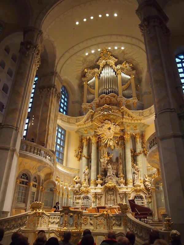Kulturgenuss pur: Dresden's berühmte Frauenkirche, welche 2005 nach Original-Bauplänen und ihrer Zerstörung während des Zweiten Weltkrieges wieder errichtet und eröffnet wurde.