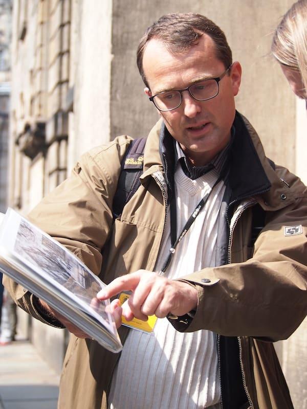"""Albrecht Hoch nimmt es bei seinen Stadtführungen sehr genau und ist somit eine Empfehlung für sämtliche Besucher, die es wirklich """"ganz genau wissen wollen""""."""