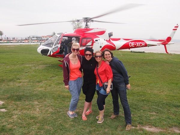 Ursula, das ist Kraft & Lebensfreude in Person. Vor über einem Jahr hat sie für uns Reiseblogger zum Surfworldcup im Burgenland einen Helikopter-Rundflug organisiert. Einfach so, indem sie mit dem Piloten mal schnell unter vier Augen war. Auch Ursula. ;)