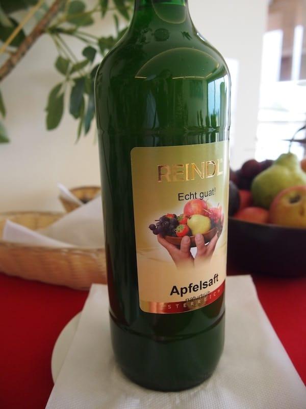 ... sowie den vielen heimischen Obstsäften erfreuen. Warum diese so einzigartig und grandios schmecken, werden wir einen Tag später, beim Besuch der berühmten Weinregion Südsteiermark direkt von Erich Polz, seines Zeichens Weinbaron und dennoch bodenständiger Entertainer, erfahren!