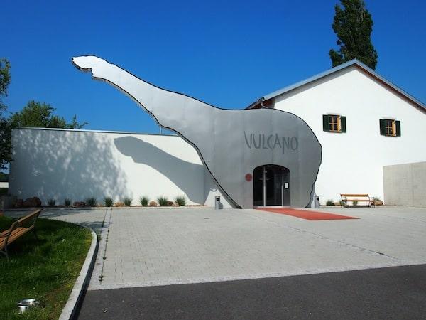 Ein Rüssel - oder war's eine Schweinshaxe?! - zum Gruß: Eintritt in die Vulcano Schinkenmanufaktur im oststeirischen Vulkanland nahe Auersbach.