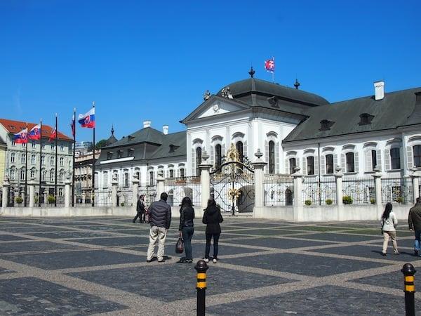 Den ganzen Tag über bin ich eigentlich ziemlich fassungslos, es bisher noch nie in das schöne Bratislava, das nur 60 Kilometer östlich der Stadt Wien liegt, geschafft zu haben *Schande-über-mich*.!