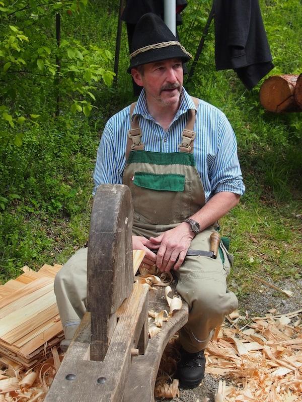 Vom Lernen, wie man echte Holzschindeln herstellt ...