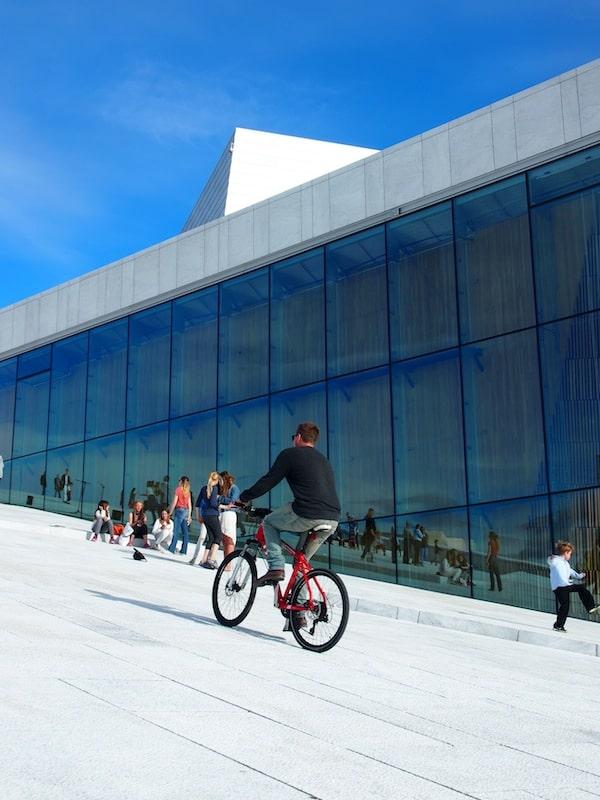 """... zu Fuß oder auf dem Rad, denn auch so lässt sich die Oper gut """"erfahren"""". :D"""