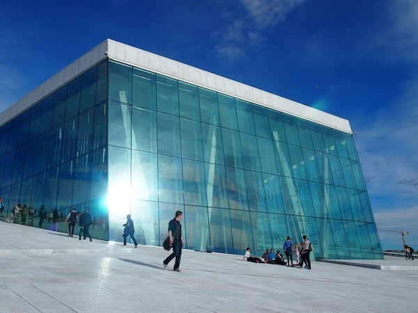 Hier begegnen uns die ersten, entspannten Besucher & Einheimische Oslos ...