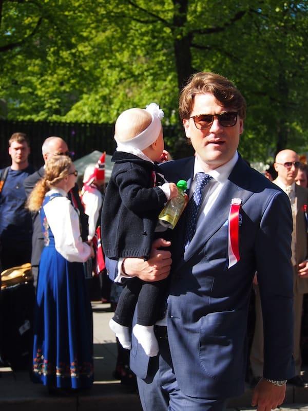 Die Daddies hier in Norwegen sind allesamt recht entspannt, ist heute doch ein großer Familientag ...