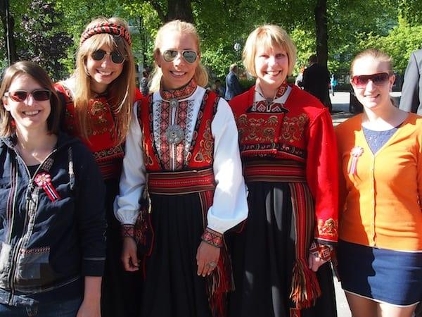 ... doch wir kommen ja schon bald wieder, nicht wahr, liebe Gudrun & liebe Norweger? Sodenn Ihr uns wieder so fröhlich und herzlich begrüßen möget. DANKE für solch segensreiche Gastfreundschaft in Norwegen!