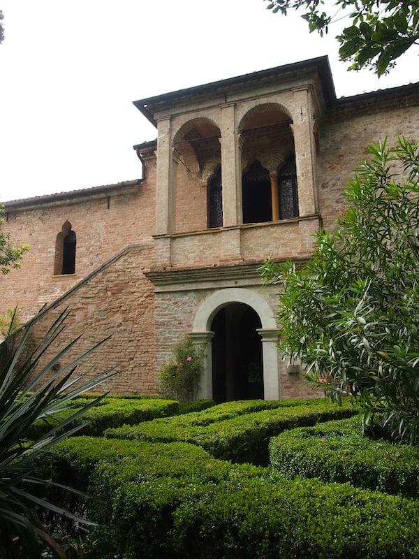 Hier fand der berühmte Dichter Francesco Petrarca seine letzte Heimat- und Ruhestätte vor über 700 Jahren, das Haus ist noch original erhalten ...
