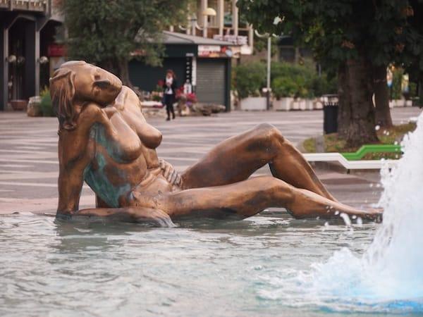 """... quittieren mit einem """"tiefen Seufzer"""", ähnlich wie diese Statue hier in Abano Terme, ob der vielen Eindrücke und Schönheiten dieses Landstriches."""