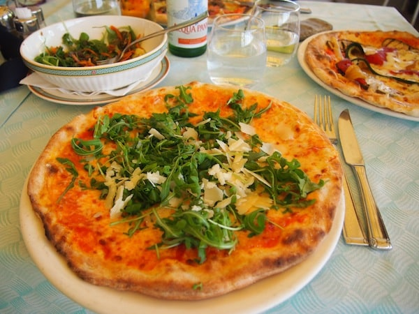 Nach all den Eindrücken und Fahrtkilometern mit dem Ebike lohnt der Besuch einer typischen, italienischen Pizzeria.